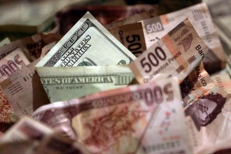 Peso mexicano hila cuarta sesión de pérdidas ante fortaleza global de dólar
