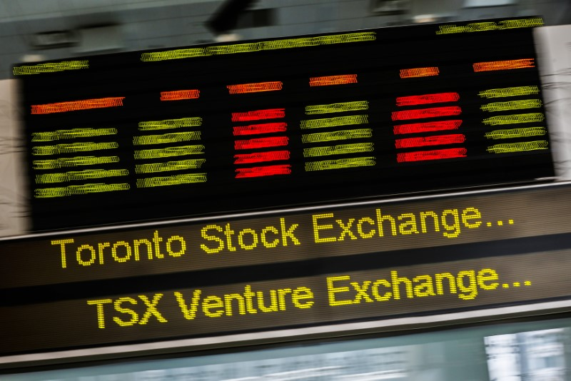 © Reuters.  CANADA STOCKS-TSX rises as miners gain on higher metal prices