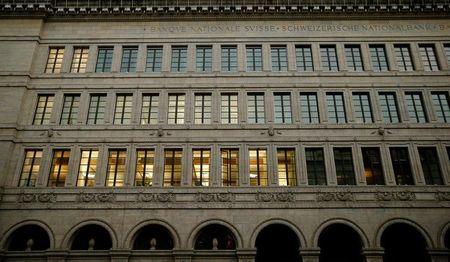 Banco Nacional Suíço reduz taxa de penalização para bancos