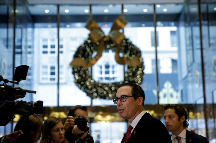 © Reuters. U.S. Yield Curve Steepens when Mnuchin Assesses Long-Term Bonds