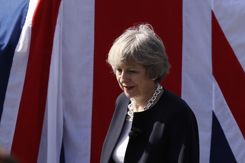 © Reuters.  British PM May preparing to raise Brexit divorce bill offer: Sun