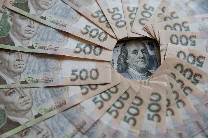 © Reuters.  Ukraine to miss forex reserves target after IMF loan delays: Reuters poll