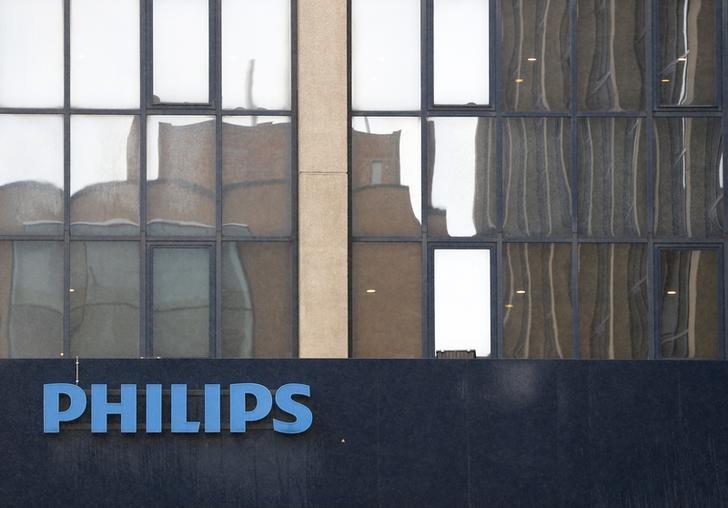 © Reuters.  Pulso europeo: La advertencia de Philips presagia un mal informe del 3T