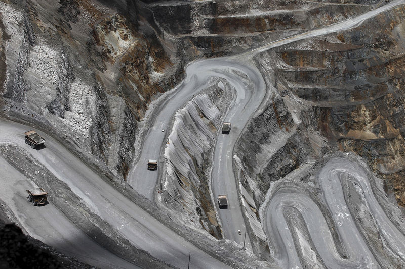 © Reuters.  UPDATE 3-Freeport declares force majeure at Indonesia copper mine