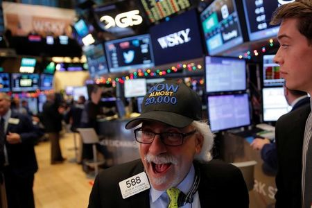 Stocks -  Wall Street Hits New Highs on Trade Hopes, Tech Gains