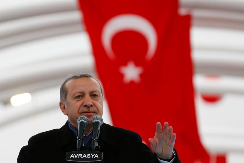© Reuters.  Erdogan beschwört Gott angesichts des Lira-Verfalls