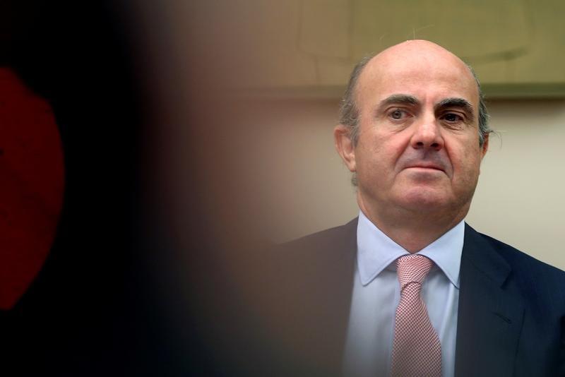 © Reuters.  De Guindos dice que no identifica deslocalizaciones de empresas en Cataluña