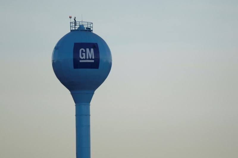 © Reuters.  GM Ontario plant workers strike as talks with union fail