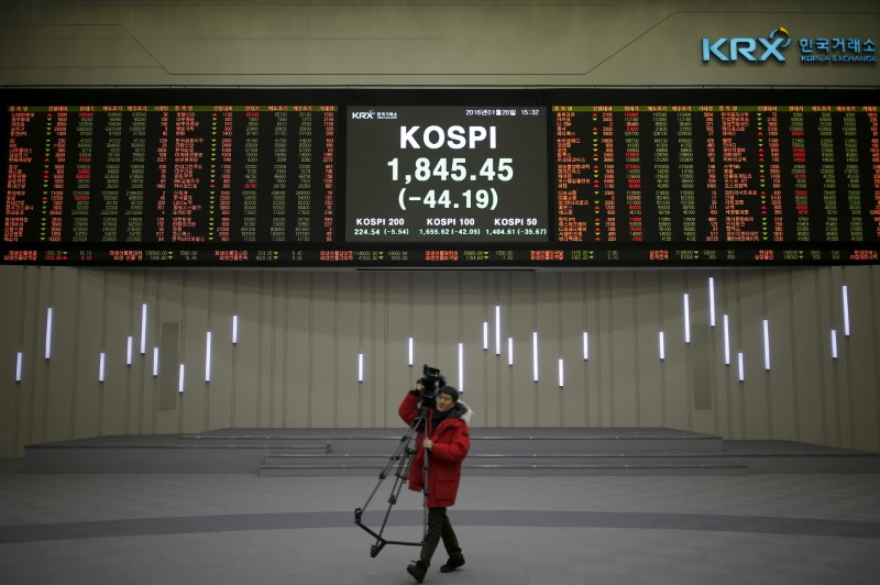 © Reuters.  La Bolsa de Seúl retrocede un 0,15 % en la apertura hasta los 2.471,04 puntos