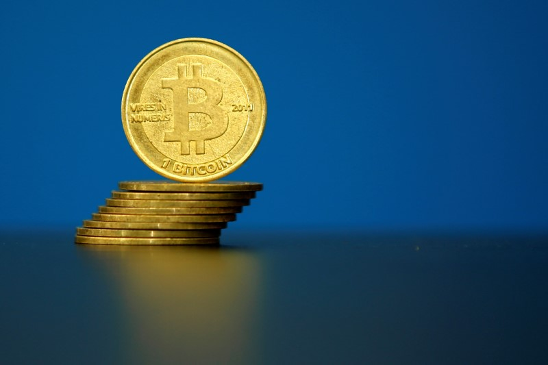 © Reuters.  Bitcoin prices higher, bitcoin cash rebounds