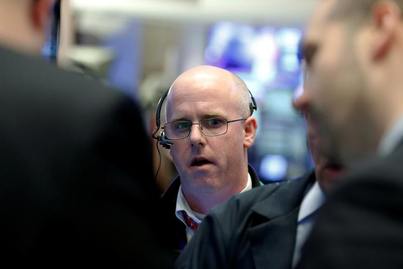 © Reuters.  Canada stocks lower at close of trade; S&P/TSX Composite down 0.03%