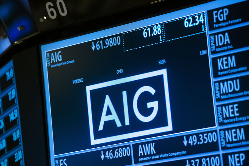 © Reuters.  Insurer AIG's quarterly loss narrows on reinsurance benefit