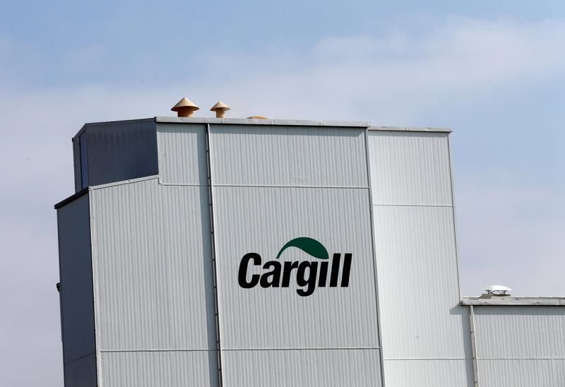 UPDATE 2-Commodities trader Cargill's quarterly profit rises 3% on bee