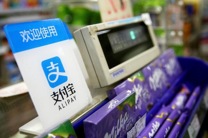 © Reuters.  China's Alipay says stolen Apple IDs behind thefts of users' money