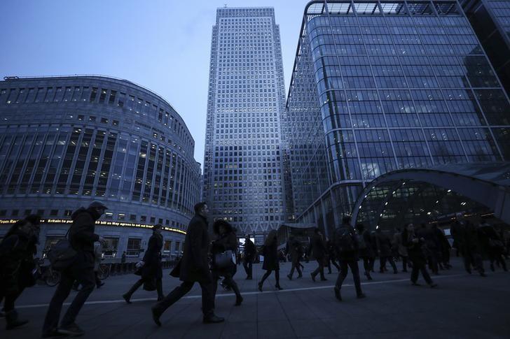 © Reuters.  البريكسيت قد يؤثر على 25% من المؤسسات البريطانية