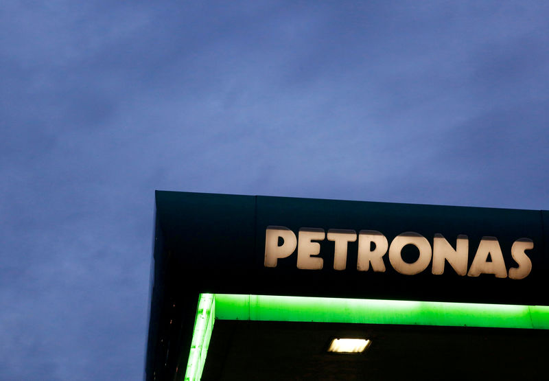 © Reuters.  CORRECTED-Petronas' Canadian unit to look at other LNG opportunities -exec