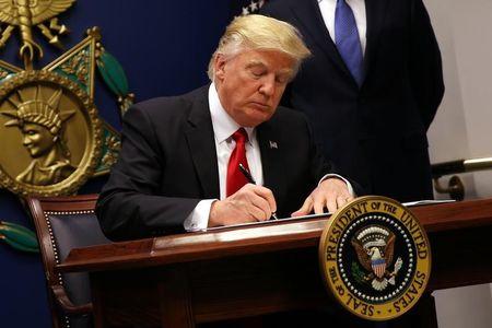 美股早知道:三大股指尾盘跳水,特朗普签署社交媒体行政令