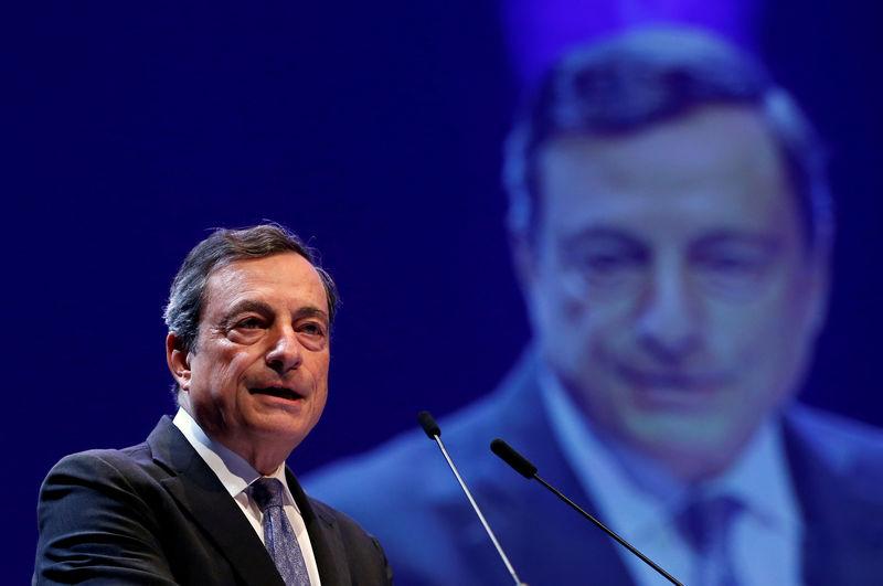 © Reuters.  Powell e Draghi: nessun aumento dei tassi fino al 2020