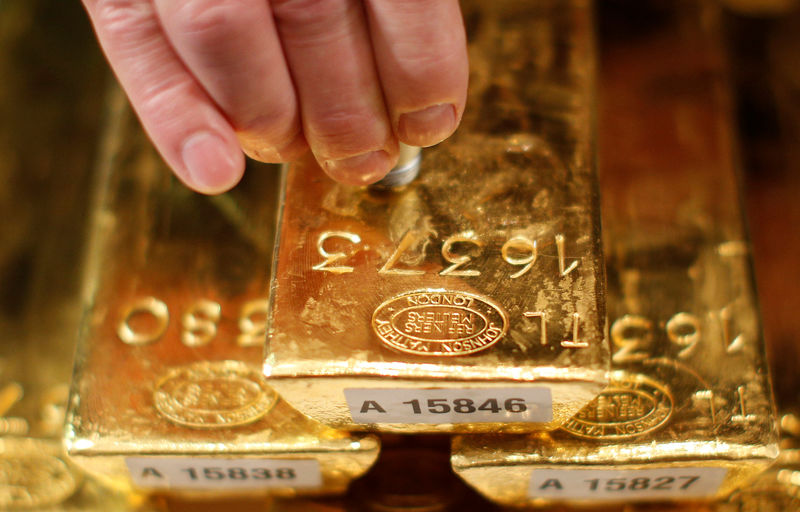© Reuters.  Gold prices struggled to advance on Tuesday.