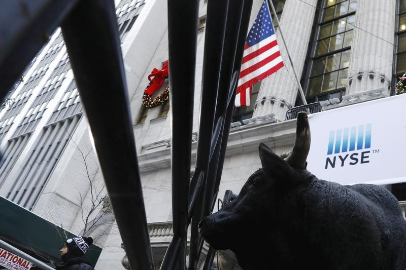 © Reuters.  Wall Street inched forward on Wednesday.