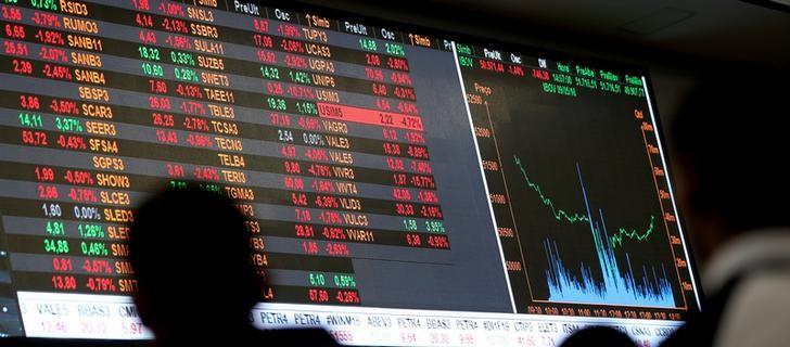 © Reuters.  BOVESPA-Índice fecha em queda com aumento de tensão comercial EUA-China