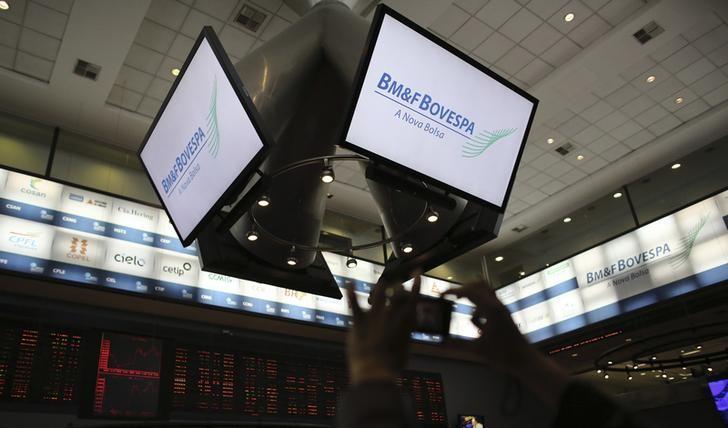 © Reuters.  Bovespa cai e dólar tem leve alta após decisão de juros nos EUA