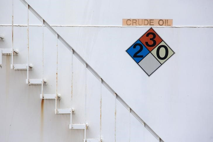 © Reuters. Oil prices drop nearly 10% for the week, worst loss in almost two years