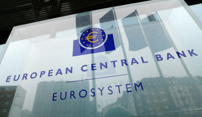 © Reuters.  The ECB meeting minutes showed that some members were opposed to a firm QE end date.