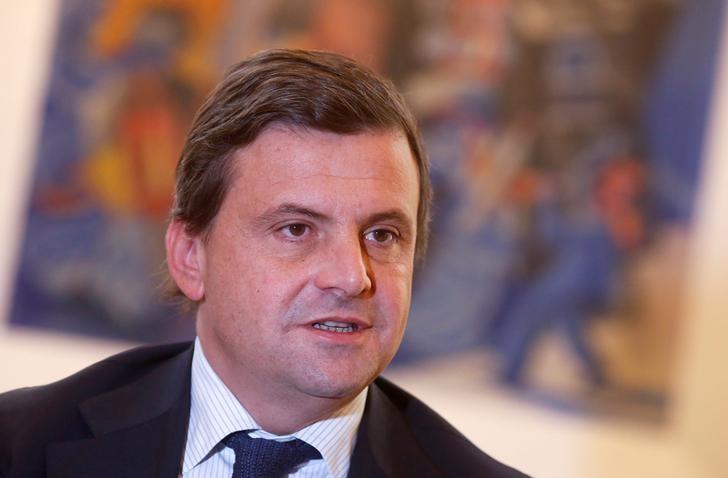 © Reuters.  Alitalia, Calenda: c'è offerta EasyJet-Air France, aspetto dettagli