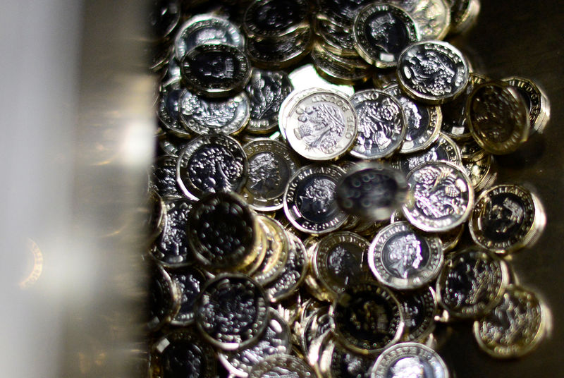 Forex - Pound Slightly Higher on Brexit Deal; U.S. Dollar Falls By Inv