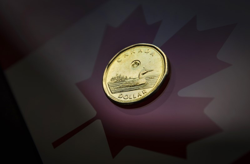 © Reuters.  CANADA FX DEBT-C$ adds to losses on dovish Bank of Canada