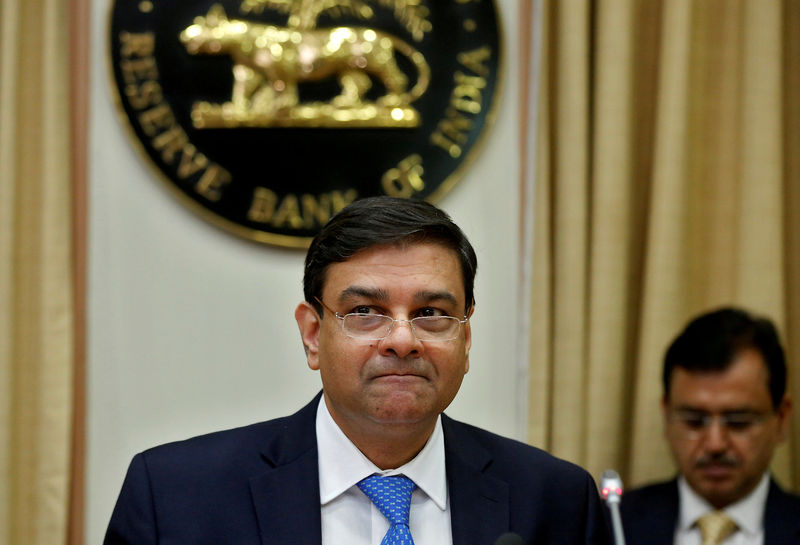 © Reuters.  India cenbank waiting to see how inflation risks pan out-governor