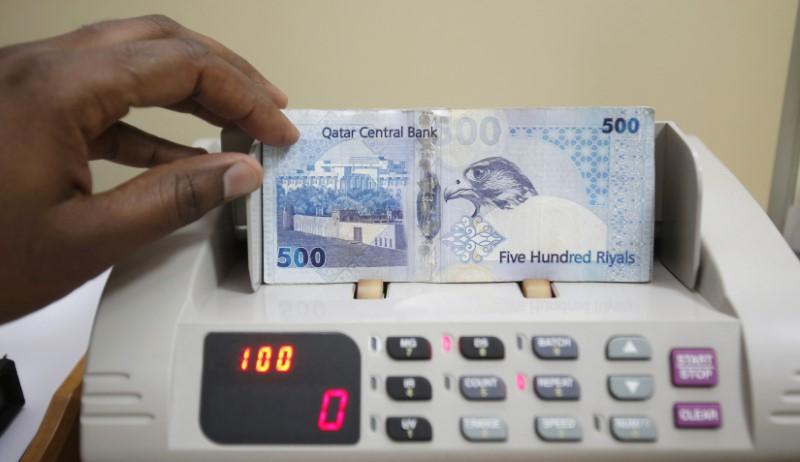 © Reuters.  الريال القطري يسجل أدنى سعر له منذ 2005 مقابل الدولار والمركزي لم يتدخل