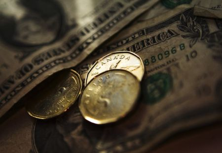 الدولار/كندي يتراجع  بعد  صدور البيانات الكندية