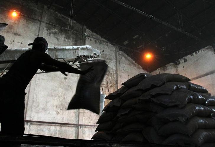 © Reuters.  Contratos futuros do açúcar fecham em baixa em Nova York