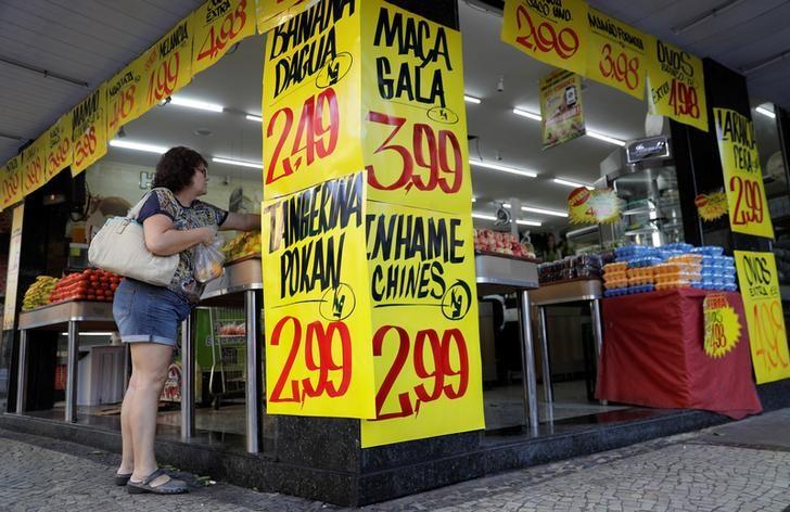 © Reuters.  Custo de cesta de compras de famílias com renda mais baixa cai 0,05%