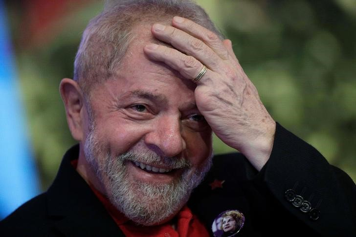 © Reuters.  STF suspende sessão e proíbe prisão de Lula até 4 de abril