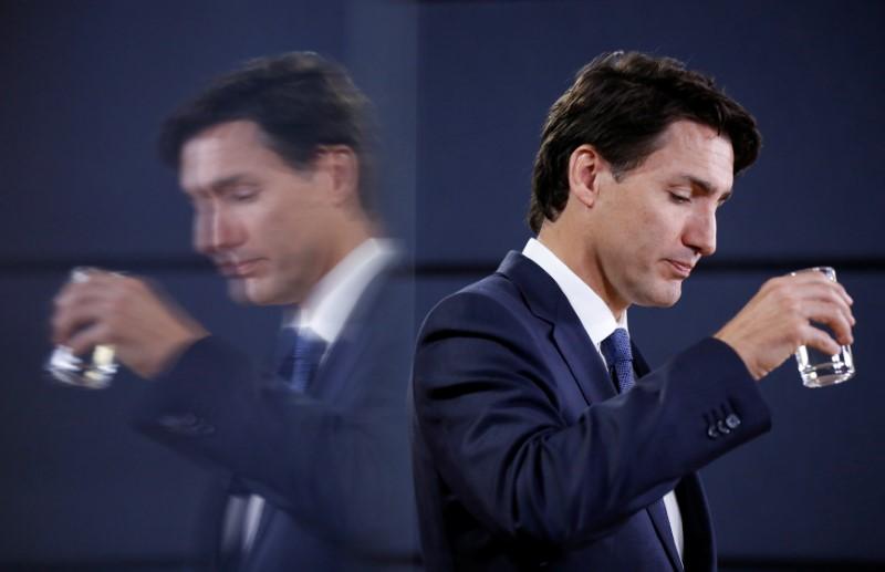 © Reuters.  BCE Invokes Encana Move in Asking Trudeau to Overrule CRTC