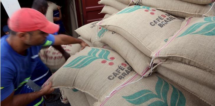 © Reuters.  Contratos futuros do café fecham com resultados mistos em Nova York
