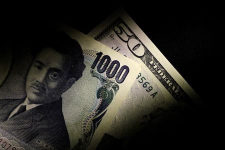 Форекс - Курс USD/JPY снизился во время азиатских торгов