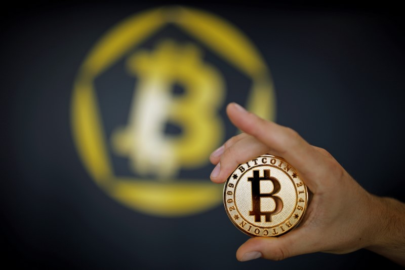 © Reuters.  Bitcoin Climbs Above 12,036.6 Level, Up 0.25%
