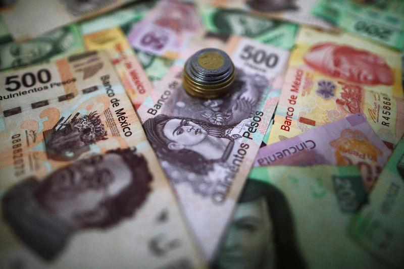 © Reuters.  Peso mexicano gana por apuestas sobre tasas Fed, mercado espera discurso de Powell