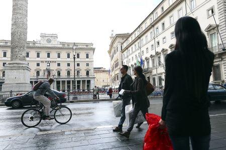 StockBeat:  Italian Political Talks, German Tax Cut Drive Gains
