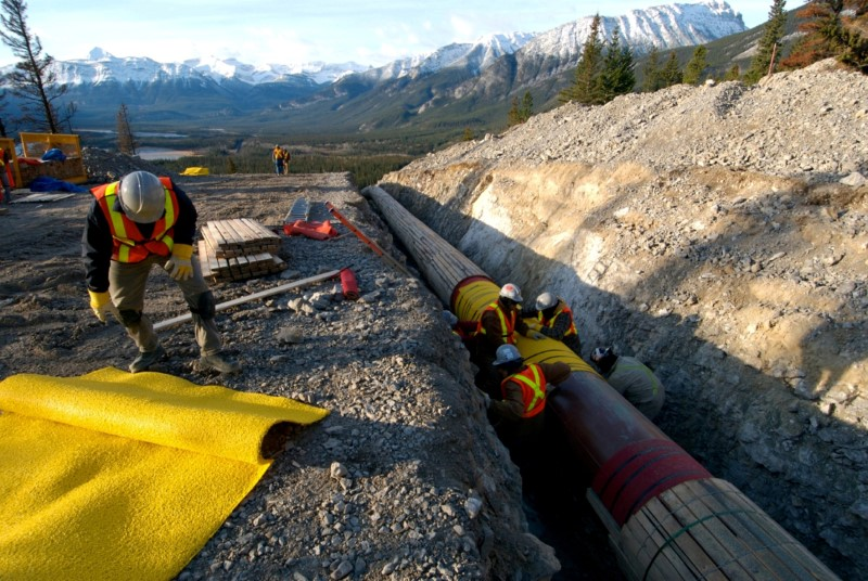 © Reuters.  UPDATE 1-Kinder Morgan Canada wins appeal on Trans Mountain expansion