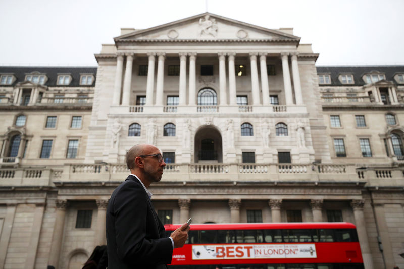 © Reuters. Bank of England raises rates despite mounting Brexit worries