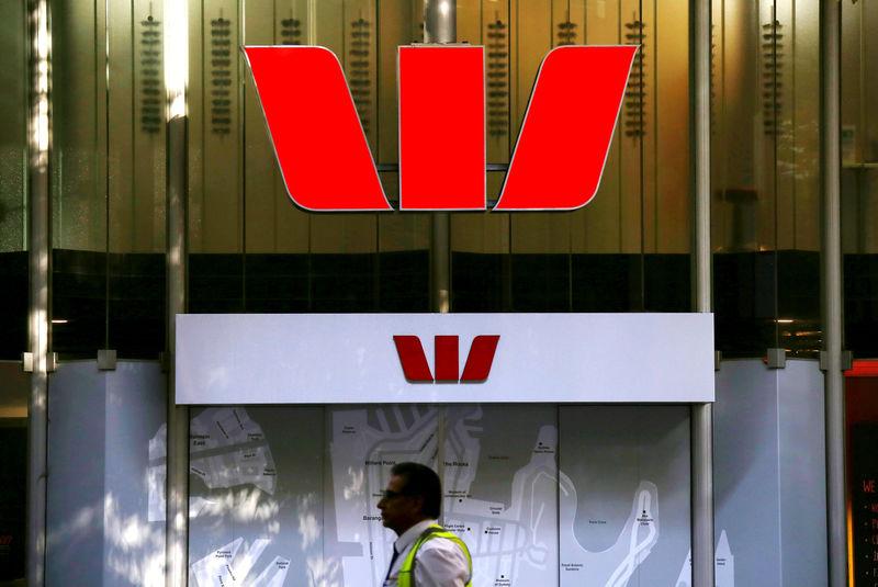 © Reuters.  AustralianSuper to cast protest vote against bank pay plans