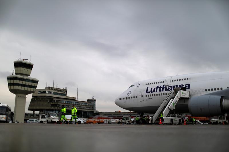 FIRMEN-BLICK-Lufthansa kauft je fünf Flugzeuge bei Airbus und Boeing