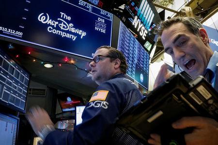 Yelp e General Electric crollano nei pre-market; balzo di Walt Disney, Hertz