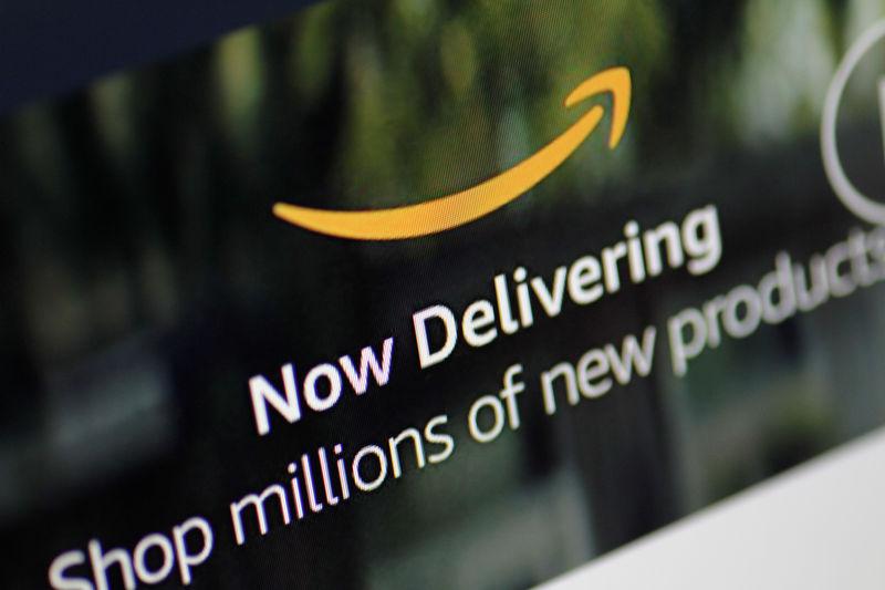 © Reuters. Amazon seeks to depose Trump, Esper in lawsuit over cloud computing contract
