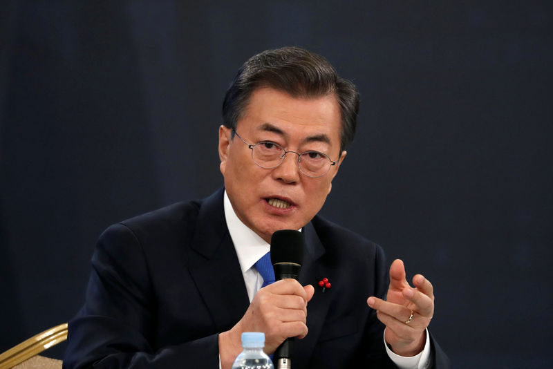 © Reuters.  Aide for South Korea President Moon says government to strengthen income-led growth stance